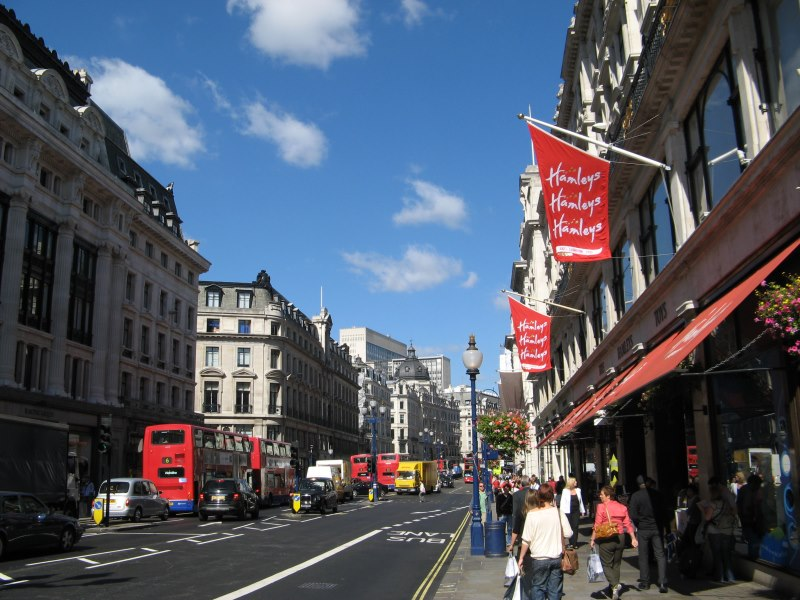 Hamleys_London_Regent