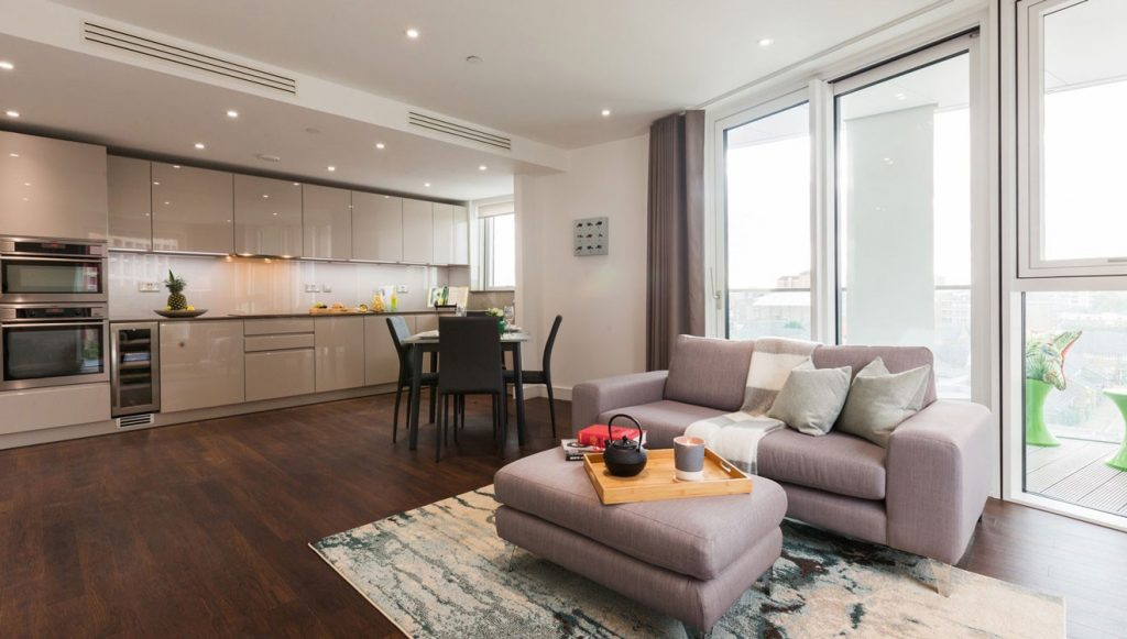 Apartment with a walk on balcony at Nine Elms Apartments
