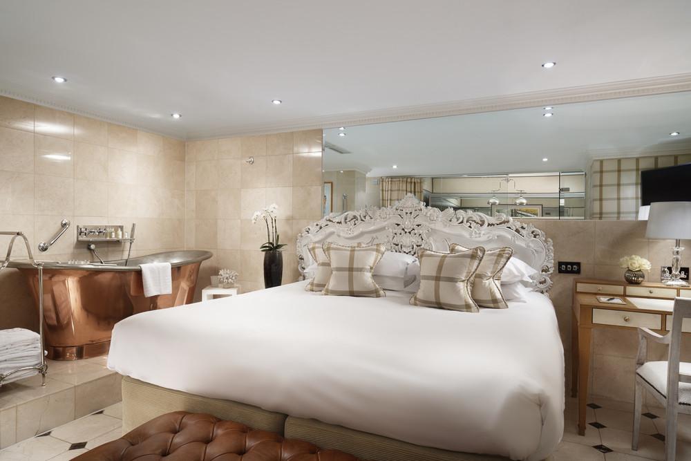 The unique en-suite at Montague on the Gardens Apartments