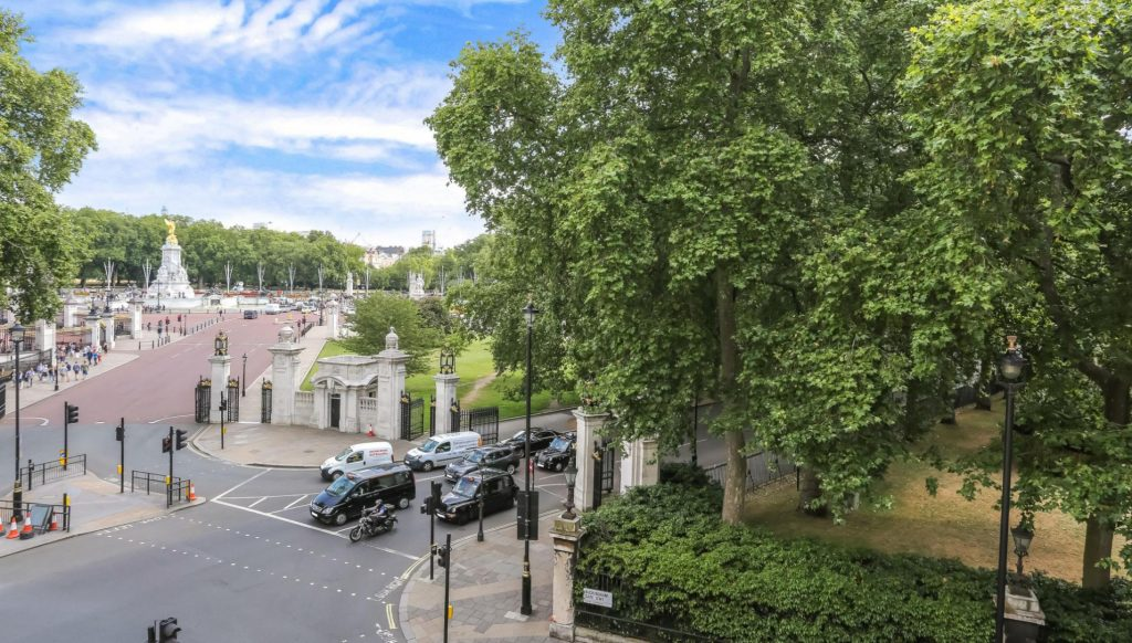 Some of our apartments are directly next to landmarks such as Buckingham Palace