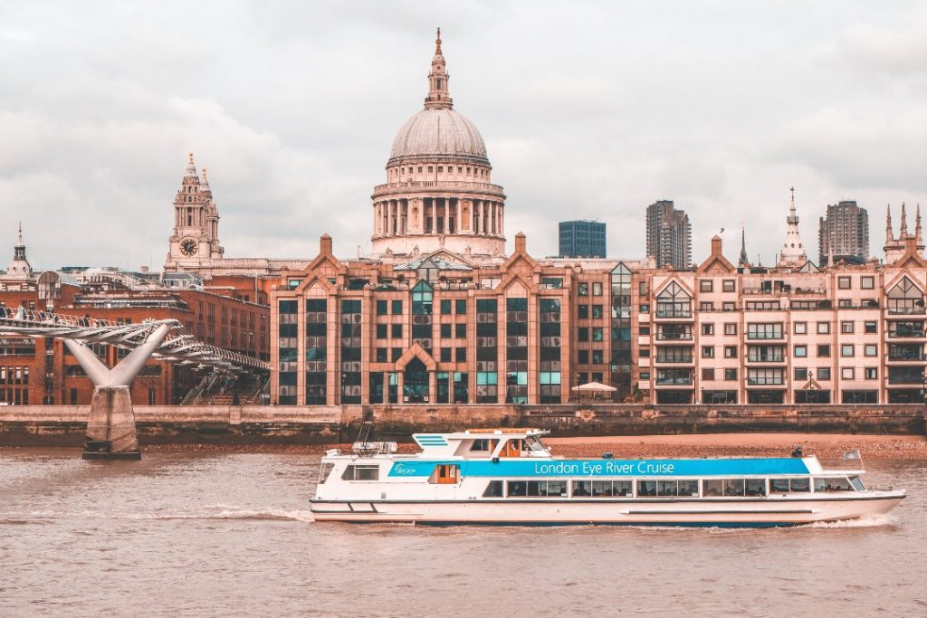 Cruise boats London